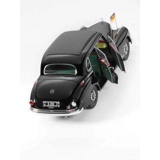 fotos-B66040614_2_Miniatura-de-carro-300-w-186-Infantil-Mercedes-Benz-Preto.jpg